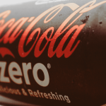 一個月市占從 0.9% 賣到併軌!看可口可樂如何用「歸屬感」讓你我都走心