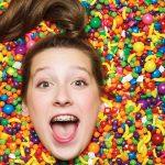 不會蛀牙的棒棒糖! 美國13歲小女孩當上CEO,打造年收上億的糖果品牌