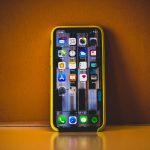 iPhone XR 銷量差,日媒傳鴻海將裁 10 萬人!
