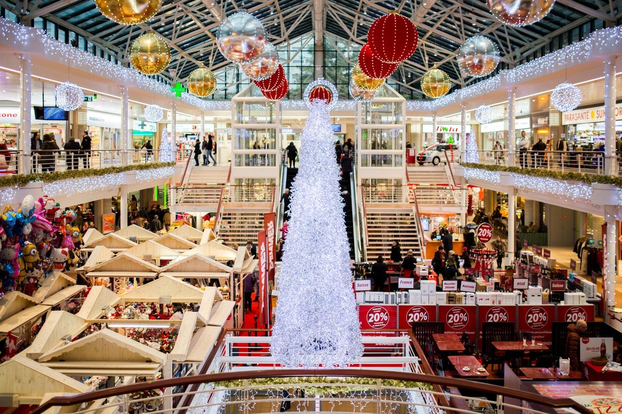 (美國人通常會在感恩節過後的第一天開始採購聖誕用品和禮物/圖:取自 Pexels)