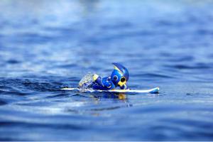 (正在划水的 EVOLTA NEO 機器人/圖:Asahi)