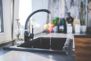 (大數據就像水庫,大家再各自使用水龍頭取來的水。/圖:Pexels)