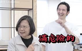 ( 波特王與總統候選人蔡英文 / 圖片來源 : 擷取自波特王Youtube 頻道 )
