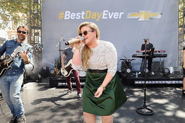 知名歌手獻聲於雪佛蘭的驚喜活動。/圖:DMI Daily Digest