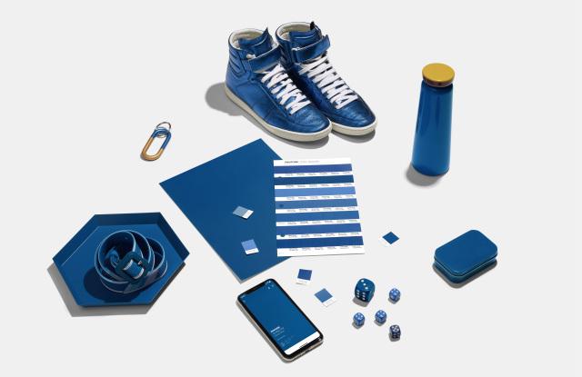 2020代表色經典藍,能很容易的應用在生活物品上。/圖:WWD