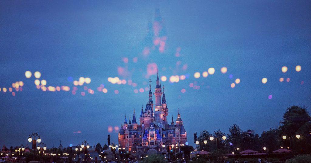 迪士尼樂園是大人小孩的夢想收藏地。/圖:Photo by pan xiaozhen on Unsplash